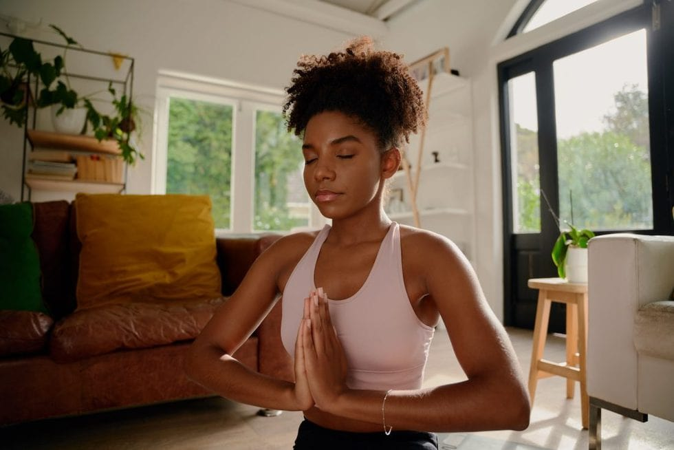 Yoga to Stretch Neck Muscles & Ease Shoulder Stiffness – OneNest Yoga with Lisa